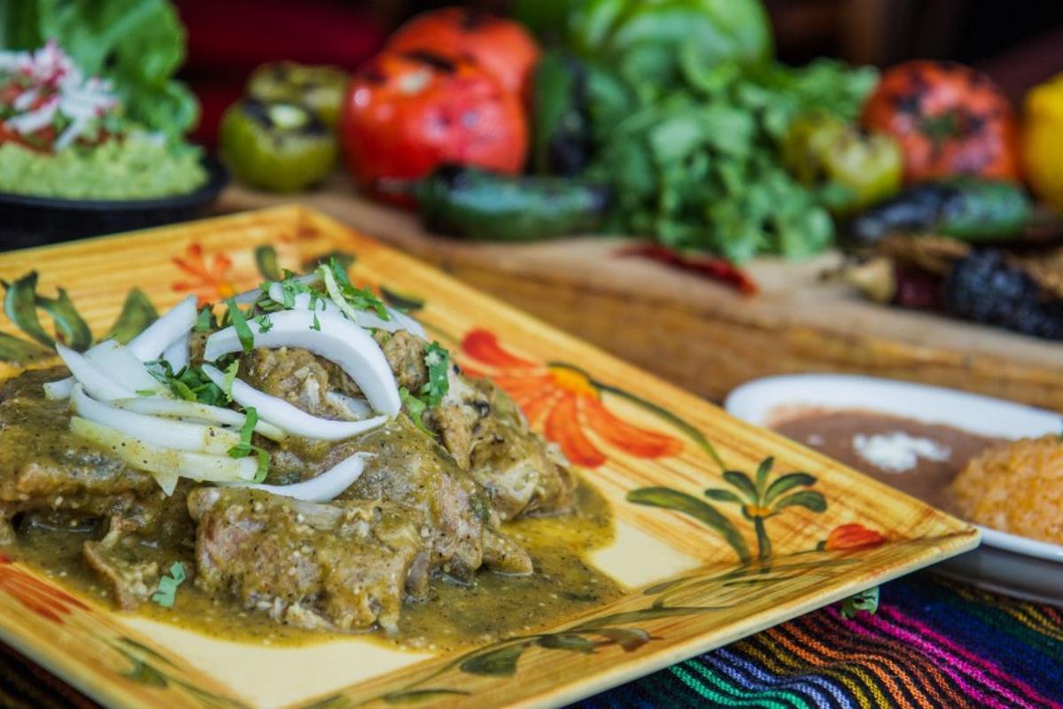 Cesars Entree Menu Costillas en Salsa Verde