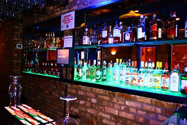 Best Restaurant Lounge Near Boystown Chicago Cesars Una Mas Lounge